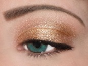 Nude Eye Shadow with Black Liner